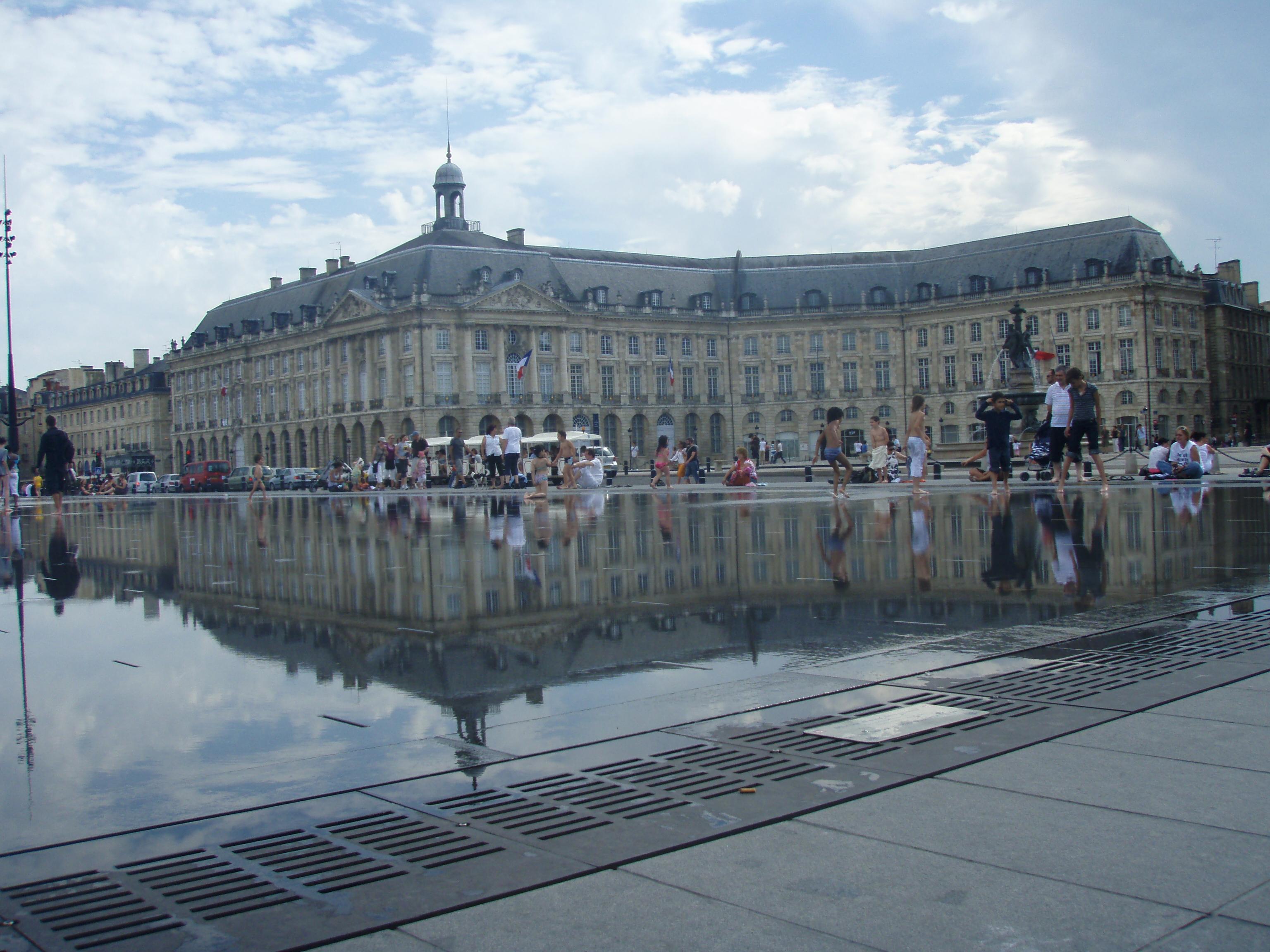 Bordeaux la place de la Bourse et le miroir d'eau