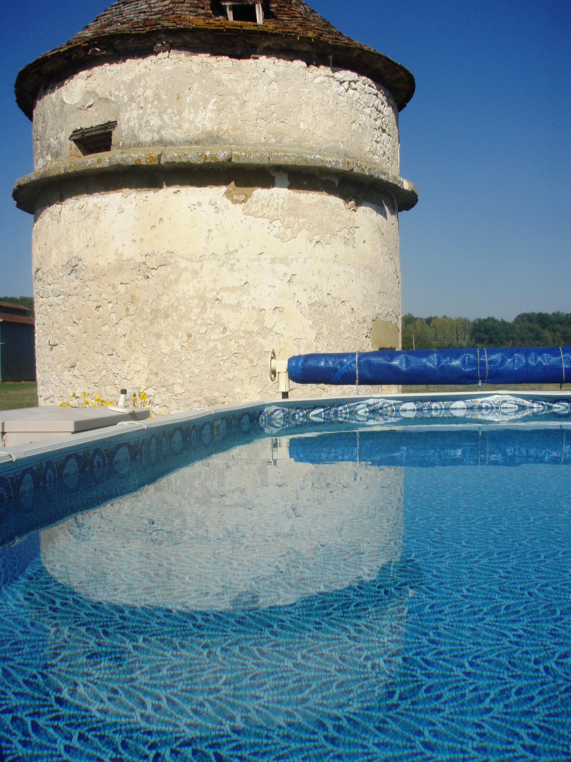 piscine et pigeonnier